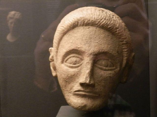 """""""Tesori del patrimonio culturale albanese"""", scultura funeraria"""